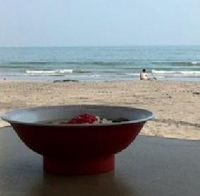 海の家のラーメンが絶滅のピンチ! 海水浴客「海で麺食うとかダセエ」