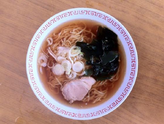 鎌倉由比ヶ浜の海の家で食べたラーメン(600円)。無くなるとさみしいねえ。