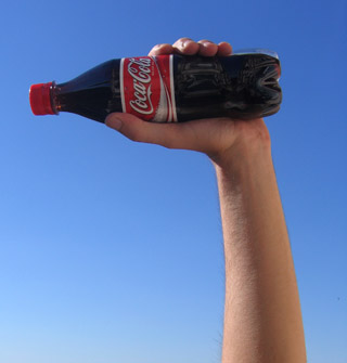 コーラは爽やかに飲むものですよ!※画像はstock.xchngより。