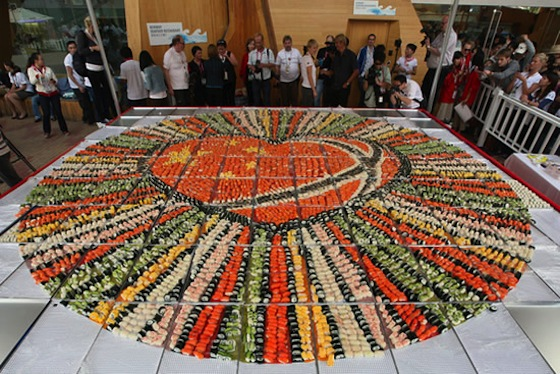 biggest-sushi-mosaic