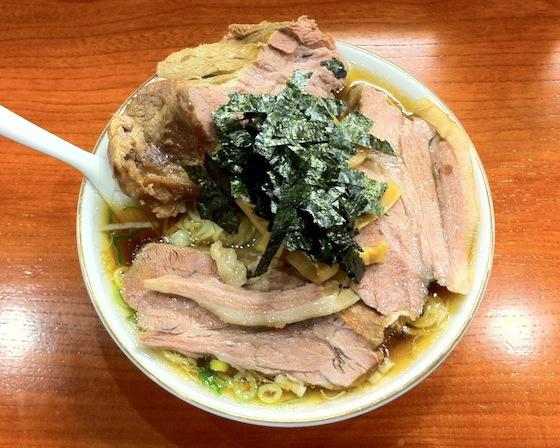 キアヌには新宿の巨大チャーシューラーメン店「満来」もオススメ!
