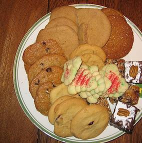 世界最大のクッキーが田んぼ10倍サイズ! デカくて広くて茶色くマズそう