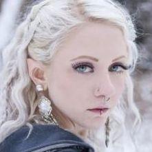 リアルなエルフ耳に手術した美少女 海外でエルフ娘っ大流行へ