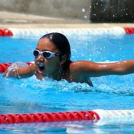 プールの中で用を足すと毒ガスが発生 スイマーの呼吸器に悪影響も