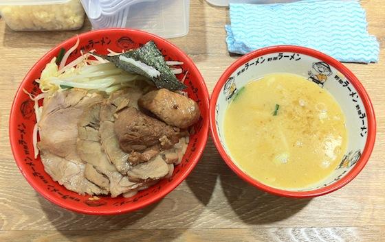 ※つけ麺などは汁を飲み干さなければ、塩分を控えることができます。画像はイメージです。