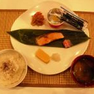 大学学食で100円朝食スタート 牛丼店なら400円以上の内容でうんまそ〜!!!