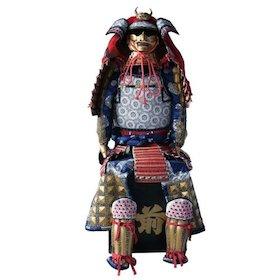 今、甲冑・鎧の方がスーツより安い!武士ファッションに新たなトレンドの可能性