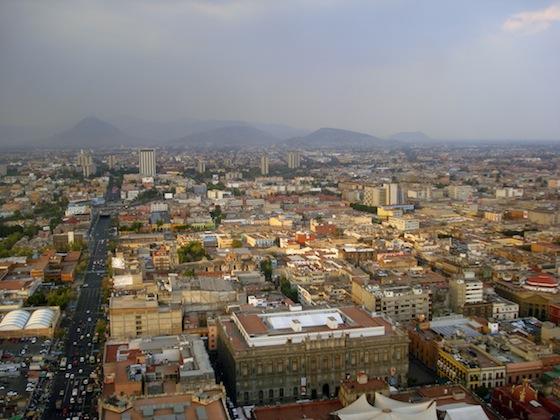 """※メキシコシティは世界一の""""交通地獄""""と呼ばれている。写真はfreeimagesより。"""