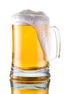 ※「やっぱ生ビールだなあ」なんて言ってるとバカにされますよ…。画像はイメージです。