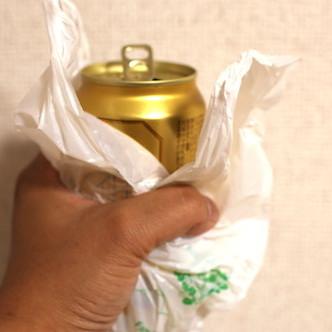 コンビニ袋でつつんで缶チューハイ飲む男はイケている? 若い女性の母性くすぐり、意外な支持