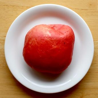 新宿駅の誰も知らない名物「リンゴパン」 優しくって甘い味、おばあちゃん達のこっそり好物
