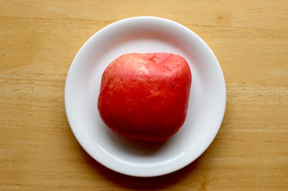 ※袋から出したところ。リンゴだ。でもハツっぽくもある、焼き鳥とかのアレです。