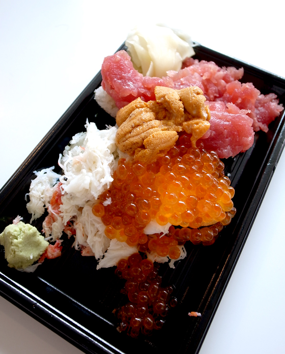 ※羽田空港で最速かつ豪華に食べられるのが「ぶっこみ寿司」。