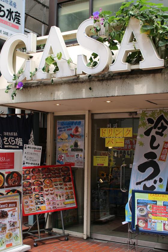 ※CASA大久保店。日本、韓国、中国など多国籍なお客さんであふれている。
