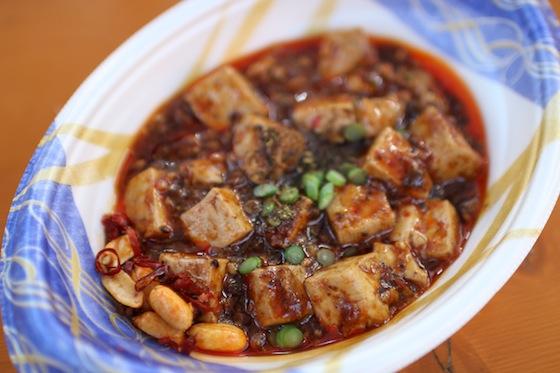 ※こちらが四川麻婆豆腐の超辛。危険です、危険です、危険です。