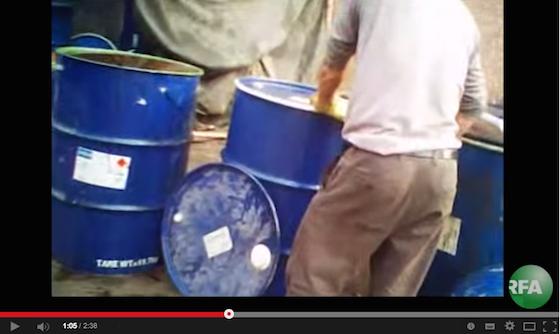 ※ドブ油製造過程は見るだけで恐ろしい。「The Making Of 'Gutter Oil'」より。