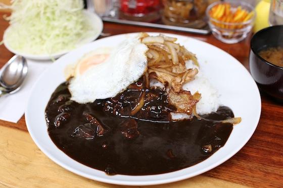 香川さんも楽しんだ「キッチン南海」のカレー。こちらや生姜焼きのせ。