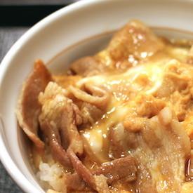 なか卯新メニュー、他牛丼チェーン店関係者もハマってた トロトロ玉子の豚生姜丼の美味さが話題騒然