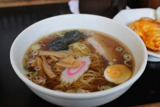 ※セットはチャーハン、天津丼、麻婆丼を選べ、事件現場店の人気メニューだったという。