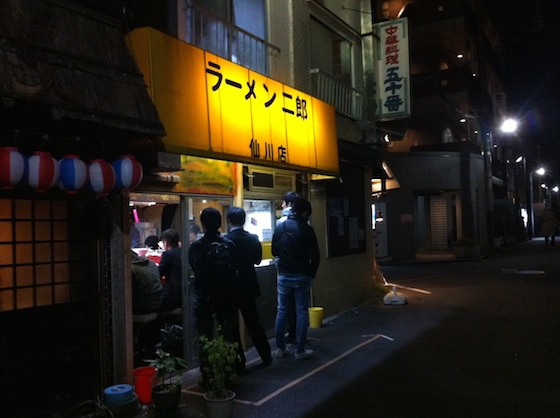 こちらがラーメン二郎仙川店。
