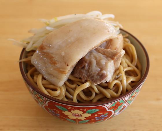 二郎の生麺を使って作った二郎ヤキソバ・アブラカタマリ。