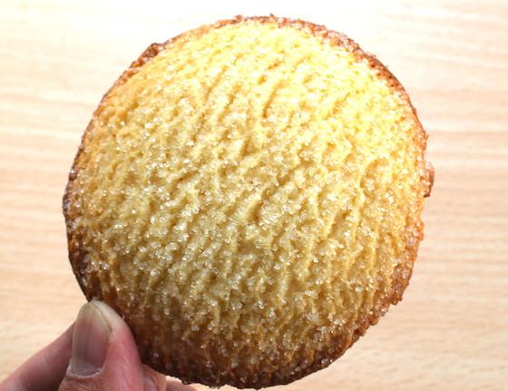 見た目もメロンパンというよりクッキー風。