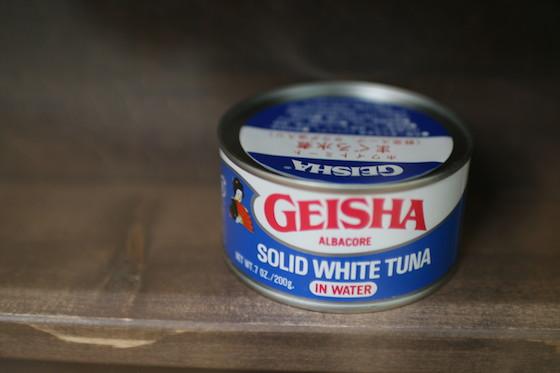 マグロ村に展示してあった海外のツナ缶。ゲイシャ!