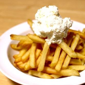 フライドポテトを世界1うまい料理にする方法 ホイップバターのせるだけ!!! ただし1500kcalもちょい足し…