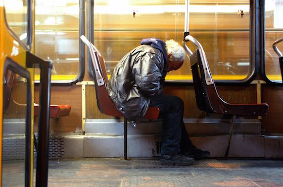 ※筆者もいつもこんな風に眠りこけています。画像freeimagesより。