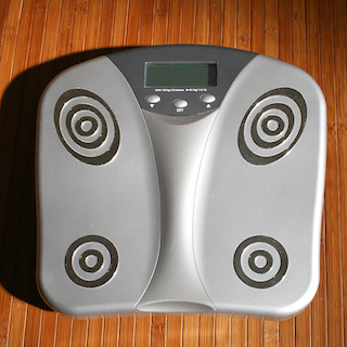 体重計に毎日乗るだけでヤセると判明!!! 6ヶ月で平均9kgのダイエット効果