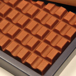ブラックサンダーが高級本命チョコ発売中 約110倍の値段3300円、超大人すぎる味わいだった