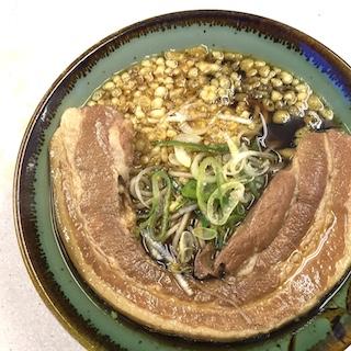 東京で1番デカい肉の立ち食いそばがマジ美味!!!! ほとんどステーキなみのトロ肉が、そばの上にデーン!!!!