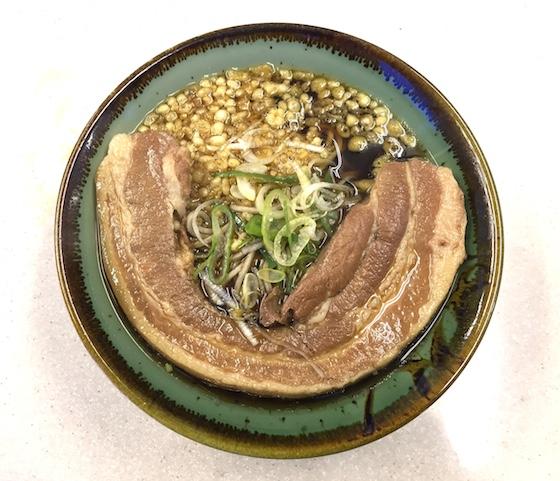 東京最大の肉がのる立ち食いそばがこれ。