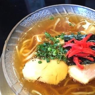 東京の朝ラーメン新名店に、昼まで待てないラーメンオタク殺到も 煮干しがたっぷり効いたヒヤとアツ、朝から幸せ〜