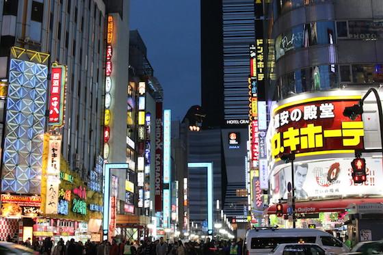 歌舞伎町のドンキホーテ前。