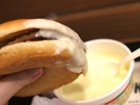 ハンバーガーをぶっこんで食す!