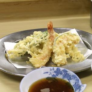 誰も知らない行列チェーン「いもや」の揚げ物が美味すぎる 至極のトンカツ&天ぷら求めて客並ぶ、けど超マイナー!!!