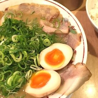 天下一品の豚トロこってりチャシュー麺は、美味すぎプチ隠れメニュー とろける豚肉&とろとろスープで、身も心も溶ける美味さで、ふぇ〜と満足