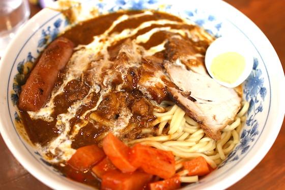 大勝軒の麺に、カレーをぶっかけただけ…これが美味い!