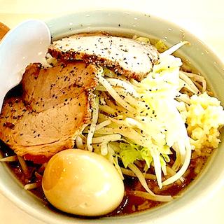 ソフトバンク社食でラーメン二郎インスパイア提供開始 メニュー名は「二郎じゃないよ二男だよ」ヤサイマシ、煮卵でプラス200円