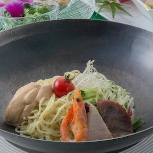 皿まわして冷却する究極冷麺が誕生 マイナス℃体感できる斬新すぎるメニューがすごい!!!