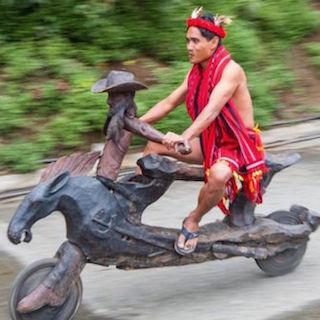 フィリピン暴走族のバイクは世界一美しくカッコいい 手彫りの木でできたライオン、馬、虎型バイク…すげえ!!!!!
