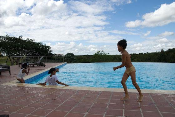 プールって楽しいですよね。でもあがったらちゃんと洗眼を!