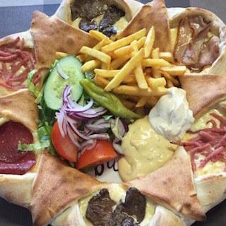 世界1健康的なピザ、衝撃的すぎて話題に ピザなのに野菜もとれて、フライドポテトも食べられる
