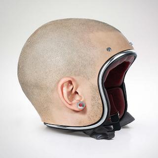 坊主頭型のヘルメットが誕生! そこのノーヘル止まりなさい!…え、ヘルメット!?
