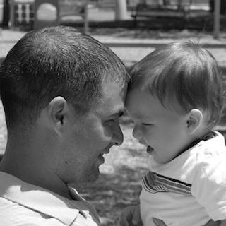 25歳までに子供もつパパ、早死の傾向 稼ぎ、育児のストレスが重なり健康問題生じる