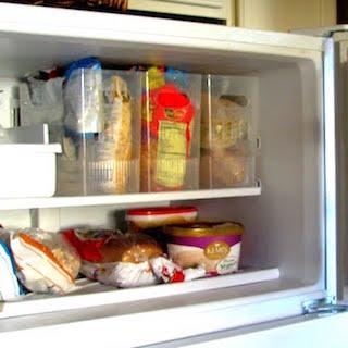 主婦の冷凍庫で化石化食品の一覧がすごい…! 義母の惣菜、ナゾの肉塊、夫に食べさせたくない高級食材…