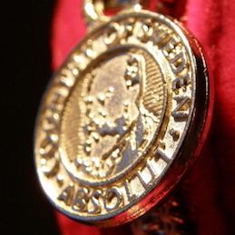 ゴミ山から五輪の銅メダルが発見、持ち主不明のまま 銅メダルの原価300円に、所有者絶望?