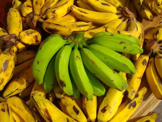 水木しげる先生の好物といえば腐りかけのバナナでした。美味しそうに描いてましたね。