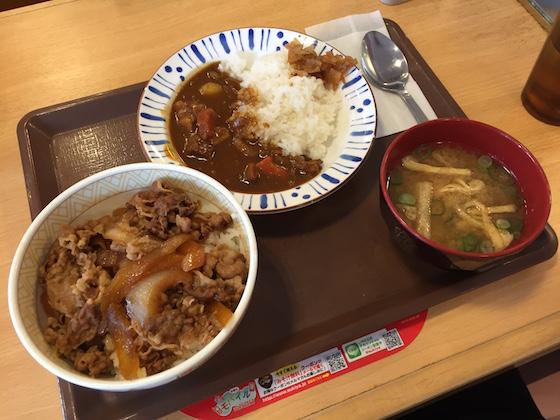 牛丼とカレーが同時に食べられるなんて、こんな贅沢一生に一度あるかないか…(本気)。